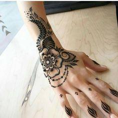 """3,116 Likes, 12 Comments - MizNehaa Henna Artist Ⓜ (@hennabymiznehaa) on Instagram: """"Follow @hennabymiznehaa for more 💕💕 Gorgeousness 😍😍😍 @mehndikajoeyhenna…"""""""