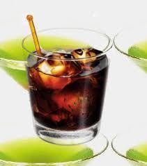 ruso negro  Vodka  licor de café y hielo
