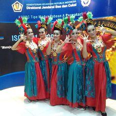 Nie Moenil . Penari Tradisi. Sunda. STSI Bandung. Iconosquare – Instagram webviewer.