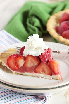 The BEST Fresh Strawberry Pie recipe ever with a layer of cream cheese to prevent a soggy crust. Perfect dessert for summer barbecues. | @suburbansoapbox: