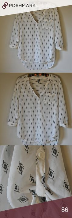 MAURICES White/Black Blouse Like new blouse with little black pattern. Maurices Tops Blouses