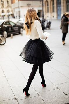 Street Fashion 2015 Ideas - Black Tulle Skirt - bijoux and White Top. -what to wear if you have hips- Look Fashion, Street Fashion, Fashion Beauty, Autumn Fashion, Womens Fashion, Paris Fashion, Skirt Fashion, High Fashion, Fashion 2015