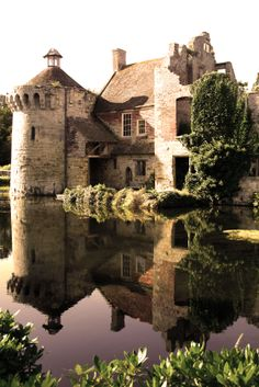 Scotney Castle is an English country house with formal gardens south-east of Lamberhurst in the valley of the River Bewl in Kent, England. The year 1137 gives the owner of the estate as Lambert de Scoteni. Roger Ashburnham is credited with building the ca Beautiful Castles, Beautiful Buildings, Beautiful World, Beautiful Places, Castle Ruins, Medieval Castle, The Places Youll Go, Places To See, English Castles