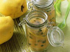 Quitten-Pistazien-Gelee mit Riesling | Zeit: 30 Min. | http://eatsmarter.de/rezepte/quitten-pistazien-gelee-mit-riesling
