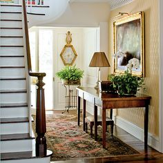 Establish a Foyer Mood - Foolproof Formulas for Home Decorating - Southernliving. Phoebe Howard shares her formula for establishing the right mood for your foyer. Learn How To Decorate the Foyer Crown molding. Southern Living, Southern Farmhouse, Southern Style, Farmhouse Decor, Modern Farmhouse, Fresh Farmhouse, Southern Women, Country Style, Farmhouse Style