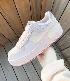 Nike Fashion, Sneakers Fashion, Fashion Shoes, Sport Fashion, Fashion Outfits, Womens Fashion, Jordan Shoes Girls, Girls Shoes, Jordan Outfits