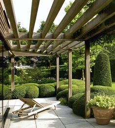 Ebben a kategóriában pergolák, kerti árnyékolók, lugasok képeit találja. Szériában szűkös kínálat mellett inkább példákat szeretnénk mutatni, egyedi, változatos igényeknek szeretnénk megfelelni.      Oldalainkon több helyen, több megmunkáltsági fokkal kínálunk alapanyagokat a kategóriában szereplő termékek építéséhez, amennyiben Ön szeretné megépíteni kerti pihenőjét, lugasát!