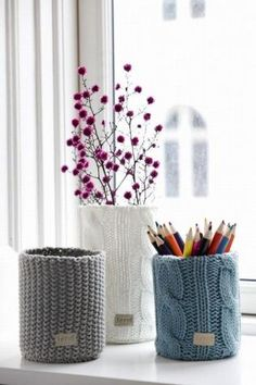 Knitted Vases from Ferm Living by Izabella. This would be easy to recreate with big cans and knitting in the round, or old sweater sleeves. Tin Can Crafts, Diy Crafts, Soup Can Crafts, Pot A Crayon, Old Sweater, Upcycled Sweater, Knitting Projects, Knitting Ideas, Lana