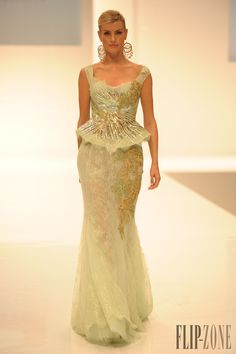 Dar Sara Spring-summer 2013 - Couture - http://www.flip-zone.net/fashion/couture-1/fashion-houses/dar-sara-3643