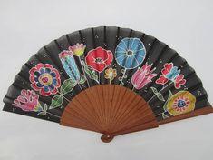 Abanico de seda natural pintado a mano. Diseño único. 23 cm. Se envía en una caja de regalo. Hand Fans, Bts, Natural, Color, Vintage French Posters, Painted Fan, Flamingo, Silk, Sombreros