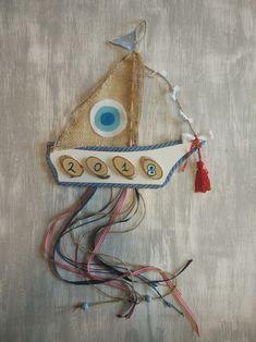 Χειροποίητο ξύλινο γούρι. Καραβάκι με χρονολογία. Christmas Home, Christmas Crafts, Merry Christmas, Christmas Ornaments, Lucky Charm, Diy And Crafts, Clay, Charmed, Holiday Decor