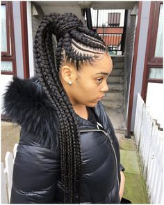 All styles of box braids to sublimate her hair afro On long box braids, everything is allowed! For fans of all kinds of buns, Afro braids in XXL bun bun work as well as the low glamorous bun Zoe Kravitz. Box Braids Hairstyles, Black Ponytail Hairstyles, Braided Hairstyles For Black Women, Winter Hairstyles, African Hairstyles, Cool Hairstyles, Hairstyle Ideas, Natural Hairstyles, Hairstyles Pictures