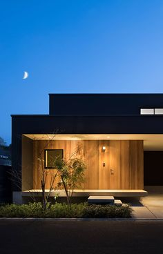 Nobeoka House: A wooden house by Atelier Square. Entrance Design, House Entrance, Modern Exterior, Exterior Design, Interior Tropical, Japanese Modern House, Architectural Lighting Design, Facade Lighting, Hemnes