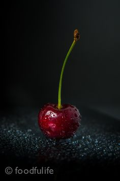 Photo Ruby red cherry with water drops by Serena Carminati on Fruit Photography, Food Photography Styling, Dark Photography, Id Photo, Photo Art, Cherry Furniture, Water Drops, Ruby Red, Fruits And Veggies