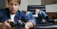 Por quê o meu PS3 fica desligando?. Frustrações aparecem quando o PlayStation 3 reabre ou desliga misteriosamente, justo quando você está assistindo um filme, jogando ou ouvindo música. Se ele voltar onde tinha parado ao ser ligado, pode ser um sintoma de sobreaquecimento, perda de energia ou problemas no disco rígido, que são fáceis de serem corrigidos. Porém, se ele desligar ...