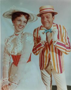 Mary Poppins, 1964 musical--Julie Andrews and Dick Van Dyke Bert Mary Poppins, Mary Poppins White Dress, Mary Poppins And Bert Costume, Julie Andrews Mary Poppins, Julie Andrews Movies, Mary Poppins Movie, Movies Showing, Movies And Tv Shows, Movie Stars