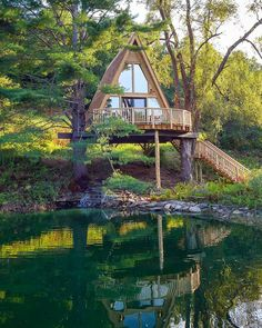 Dreaming of the treetop cabin at Those lakeside views! That A-frame design! That waterfall off the deck! Ahhh, what a perfect weekend getaway. Tap the link in our bio to take our photo tour of this sweet retreat. Beautiful Tree Houses, Cool Tree Houses, Amazing Tree House, Tree House Deck, Lakeside View, Magical Tree, Tree House Designs, Cabin In The Woods, A Frame House