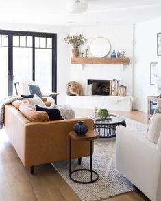 Ideas apartment living room design modern leather couches for 2019 Boho Living Room, Living Room Modern, Living Room Sofa, Apartment Living, Interior Design Living Room, Living Room Designs, Living Room Decor, Small Living, Dining Room