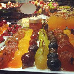 Halles de Lyon Paul Bocuse. Fruits confits.