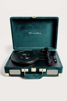 Shop Crosley X UO Emerald Velvet Cruiser Bluetooth Vinyl Record Player at Urban Outfitters today. Bluetooth, Record Player Urban Outfitters, Crosley Record Player, Vintage Records, Vintage Vinyl Record Player, Gifts For Office, Style Vintage, Aesthetic Vintage, Turntable