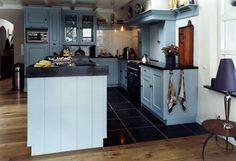 Vloer tegelen tussen eiland en keuken? Kitchen Island, Kitchens, Home Decor, Heart, Island Kitchen, Decoration Home, Room Decor, Kitchen, Cuisine
