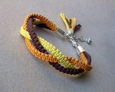 Diy Friendship Bracelets Easy, Diy Bracelets Easy, Bracelet Crafts, Friendship Bracelet Patterns, Jewelry Crafts, Diy Bracelets With String, Crochet Bracelet Pattern, Macrame Patterns, Macrame Jewelry