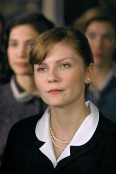 Kirsten Dunst (as Betty Warren) in Mona Lisa Smile (2003) #monalisasmile #kirstendunst