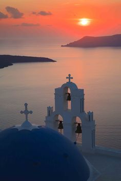 Firostefani, Santorini, Greece Photo & image by Peter James Day ᐅ View and rate this photo free at fotocommunity. Santorini Island, Santorini Sunset, Places To Travel, Places To See, Beautiful World, Beautiful Places, Greece Photography, Photos Voyages, Temples