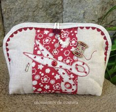 Moments of Sewing Patchwork Quilt, Patchwork Bags, Quilted Bag, Applique Quilts, Sewing Case, Sewing Box, Fabric Crafts, Sewing Crafts, Diy Pochette