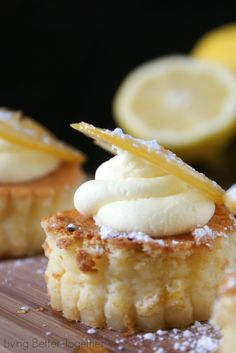 Sansa's Lemon Cakes - Game of Thrones - www.sugarandsoul.co
