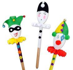 Une cuillère en bois = 1000 possibilités pour créer de jolies marionnettes avec les enfants ! Une activité facile que l'on adore :)