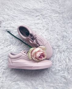 Lace'Em Up  # You're It: Five of our favorite #VansGirls photos from IG last week.  Tag @vansgirls or #vansgirls on Instagram so we can post your photos here. And you never know, your photo may end up on vans.com!  Via @klarakocianova