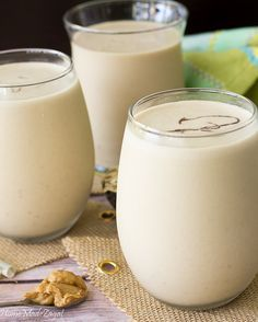 A rich and creamy drink of blended milk and peanut butter with banana and oats enjoyed throughout the Caribbean Jamaican Drinks, Jamaican Recipes, Jamaican Dishes, Caribbean Drinks, Caribbean Recipes, Caribbean Food, Tamarindo, Watermelon Juice Benefits, Peanut Punch