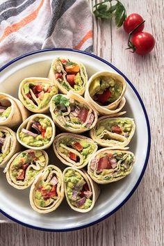 Wenn's mal schnell gehen muss, für Picknicks oder für den nächsten Serien-Abend: Schnelle Avocado Wraps in zwei Variationen - mit Guacamole und Cashewbutter