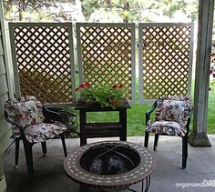 This simple DIY patio privacy screen is easy to install and affordable to make! Wall How to Make an Easy Patio Privacy Screen Patio Privacy Screen, Privacy Walls, Privacy Fences, Fencing, Privacy Planter, Privacy Trellis, Screen Plants, Trellis Panels, Garden Privacy