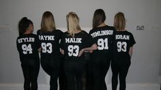 I need these One Direction jerseys One Direction Merch, One Direction Outfits, I Love One Direction, Celebrity Casual Outfits, Classy Outfits, Cool Outfits, Celebrity Style, Call My Friend, Best Friend Shirts