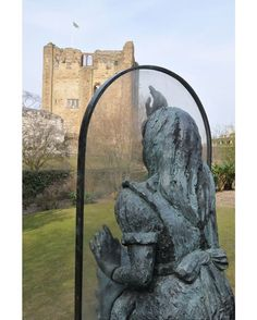 It's #Friday folks, and you know what that means? We have another #MysteryphotoFriday teaser for you! Can you guess where this statue is? Double brownie points if you can guess who the statue is of too! We'll reveal the answer on Monday. #England #Travelgram #Travelpic #Travelinspiration