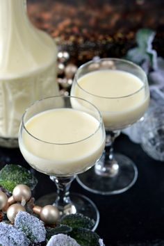 Tojáslikőr recept - Kifőztük, online gasztromagazin Cocktail Drinks, Cocktails, Glass Of Milk, Party Time, Vodka, Food And Drink, Cooking Recipes, Sweets, Homemade