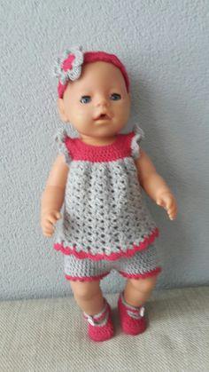 """Baby Born kleding setje: Tuniek, broekje, schoentjes en haarband. Voor patronen kijk op mijn bord """"baby born kleding haken"""""""