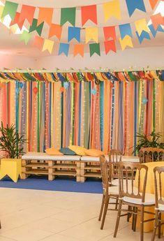 Junina Party Panel: How To Create 60 Creative Panel Ideas Desi Wedding Decor, Wedding Decorations, Pink Birthday, Birthday Parties, Garden Troughs, Bamboo Curtains, Housewarming Present, Pokemon Party, New Interior Design