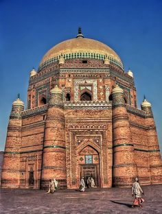 Rukn-e-Alam Mausoleum, Multan, Pakistan. Sheikh Rukn-ud-Din Abul Fath (1251–1335) commonly known by the title Rukn-e-Alam (pillar of the world) was among the eminent Sufi saints from Multan.