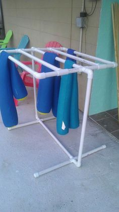 Luxuoso Ideias para decorar e organizar sua morada com tubo de PVC para debutar hoje! Pvc Pipe Crafts, Pvc Pipe Projects, Diy Projects, Weekend Projects, Towel Rack Pool, Pool Towels, Towel Racks, Towel Rack Bathroom, Cerca Diy