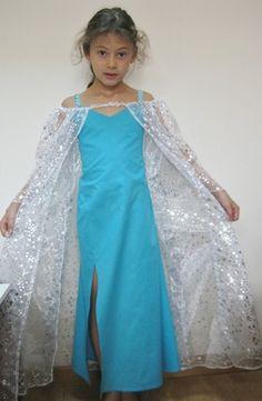 Cet ensemble de déguisement comprend 2 robes superposées : la première en coton bleu turquoise s'enfile facilement par les enfants grâce à son dos smocké et ses bretelles él - 9224141