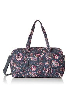 STYLISH, LIGHTWEIGHT & SIZED RIGHT Vera Bradley Women's Signature Cotton Large Travel Duffel Bag, is a Machine Washable Signature Cotton, Quilted cotton is lightweight yet durable, & comes in a variety of colorful patterns, giving you a spacious, carryon compliant travel bag & essential for your next getaway Travel Bag Essentials, Travel Bags, Duffel Bag, Tote Bag, Unique Bags, Vera Bradley, Leather Bag, Gym Bag, Shoulder Bag