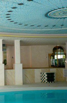 VILLA ANTIBES Roméo #villa #antibes #romeo #royalgallery #interiordesign #luxuryfurnitures #architectureinterieure #swimmingpool #corinnesananes