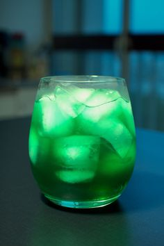 Ireland Iced Tea Recipe: 1oz. Vodka 1oz. Rum 1oz. Gin 1oz. Tequila 1oz. Blue Curacao 1oz. Melon Liqueur 1.5oz. Orange Juice