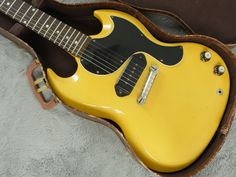 Gibson Sg Junior, Gibson Les Paul Jr, Vintage Guitars, Guitar Amp, Music Stuff, Madness, Instruments, Tv, Yellow