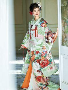 花文様の花嫁のきもの全集 Wedding Kimono, Wedding Dresses, Kabuki Costume, Folk Costume, Japanese Kimono, Alternative Fashion, Traditional Outfits, Beautiful Dresses, Kimono Top