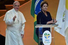 El Papa Francisco y la Presidenta Dilma Rousseff en el Palacio de Guanabara durante la ceremonia de inauguración de la Jornada Mundial de la Juventud, en Río de Janeiro, Brasil. (AFP)