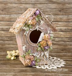 Klaudia / Kszp: Shed for birds Easter Crafts, Fun Crafts, Diy And Crafts, Birdhouse Craft, Craft Projects, Projects To Try, Decorative Bird Houses, Glitter Houses, Bird Cages